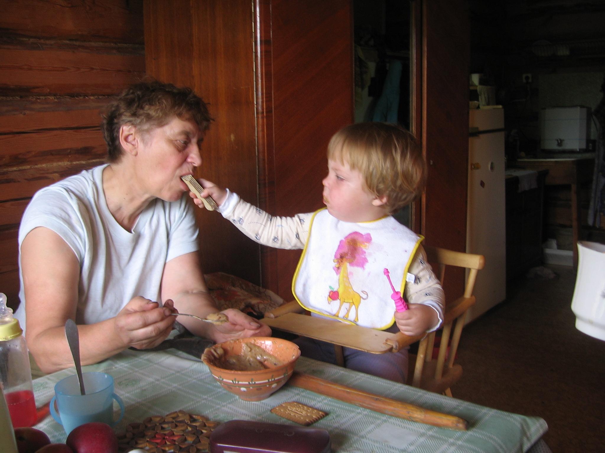 Ребенок у бабушки фото приколы
