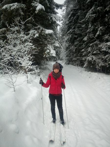 Катя на лыжах